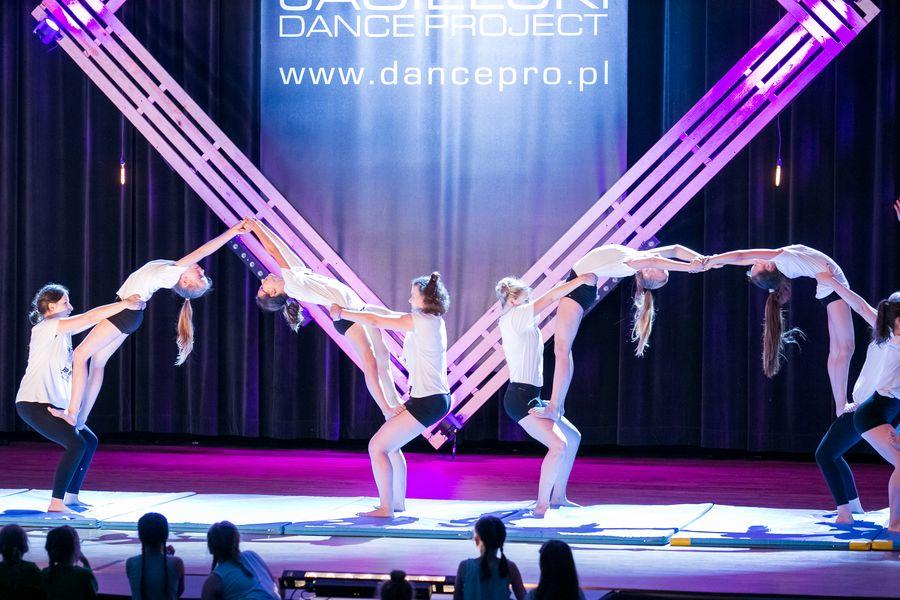 akrobatyka-dla-mlodziezy-i-doroslych-szkola-tanca-jagielski-dance-project-torun