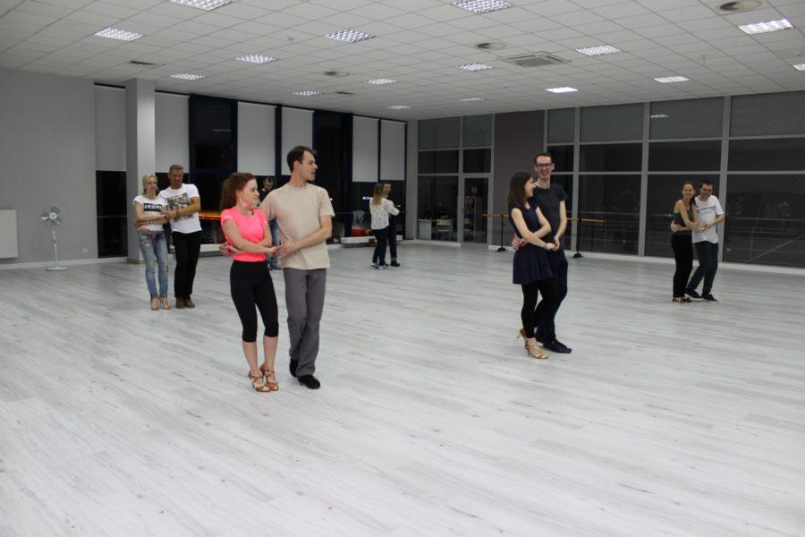 Bardzo dobra Taniec towarzyski - szkoła tańca Jagielski Dance Project Toruń PC04